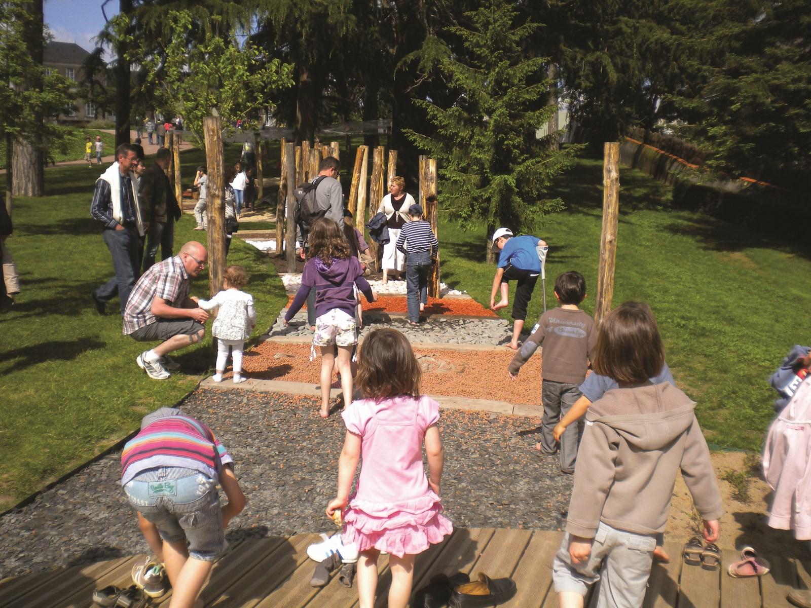 Jardin camifolia parcs et jardins chemille en anjou for 5 jardins de lucie