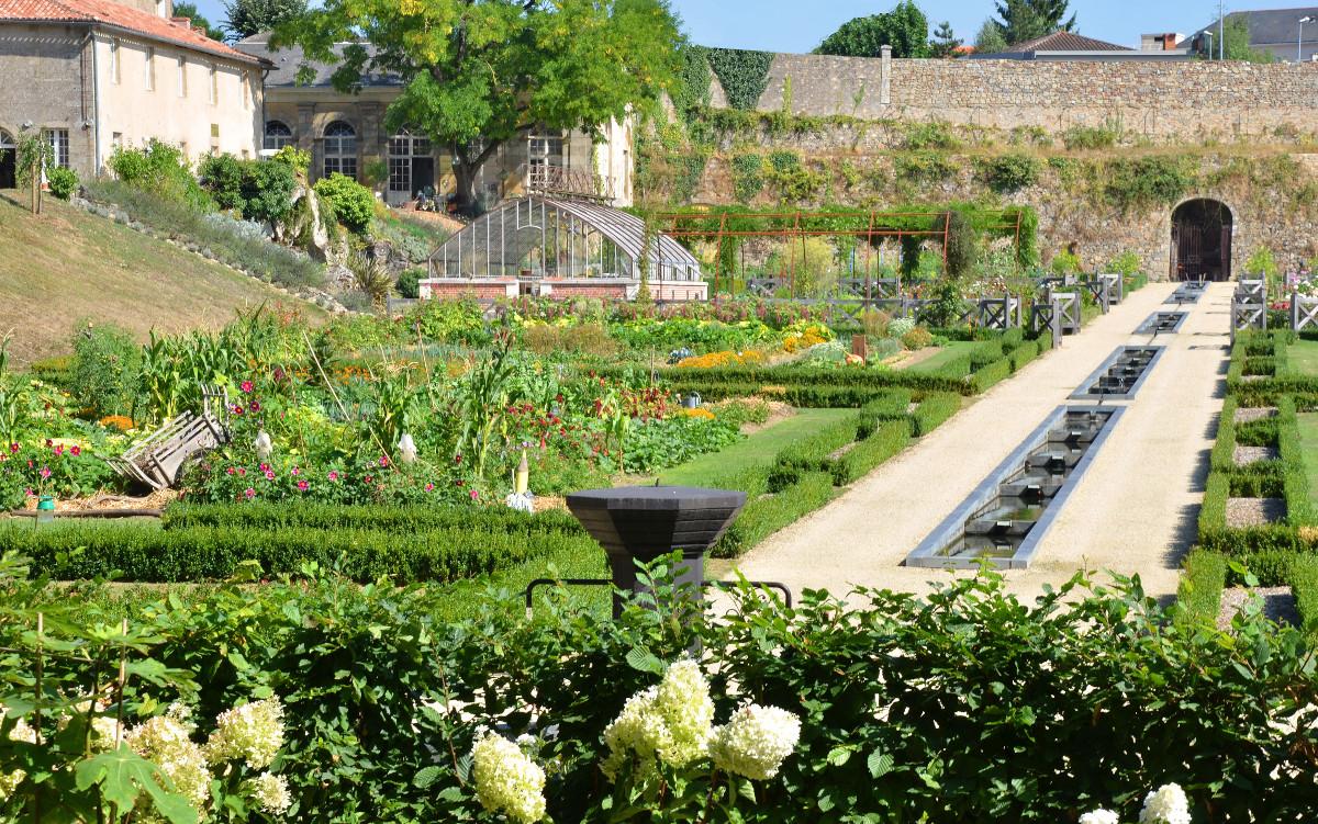 Potager du ch teau colbert parcs et jardins maulevrier for Creation jardin potager