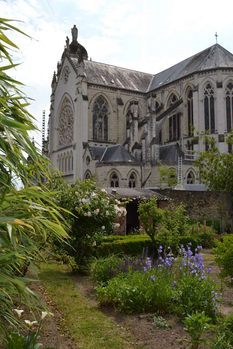 Cholet tourisme jardin de curé église saint pierre rencontre végénature