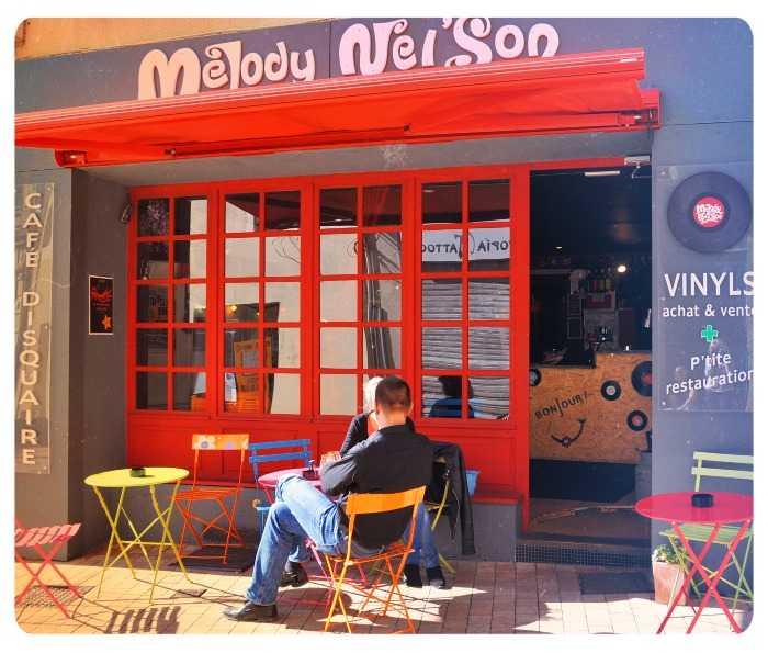 Caf disquaire melody nel 39 son bars pub bars de nuit for Monsieur meuble cholet