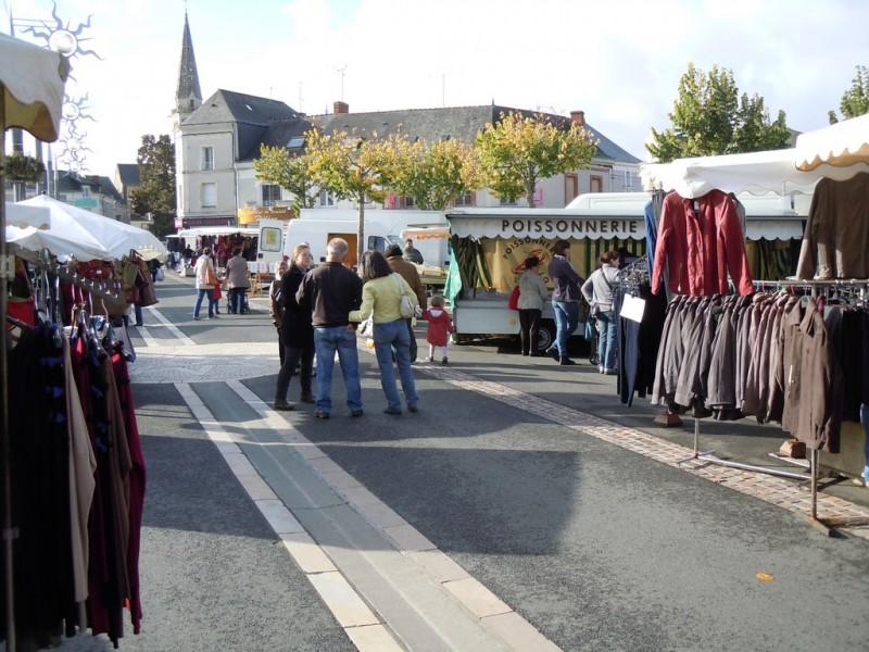 Cholet Tourisme Vihiers Marché Produits locaux Alimentaire Habillement