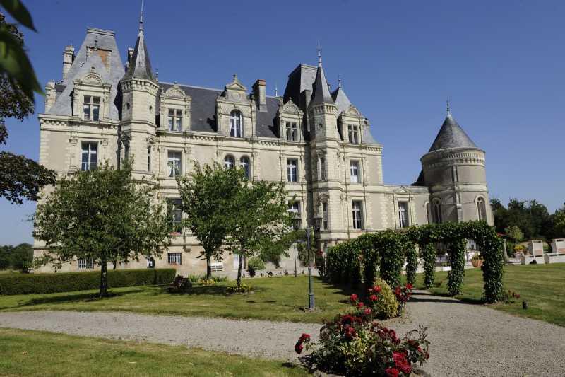 Cholet tourisme restaurant gastronomique château tremblaye piscine terrasse Cholet