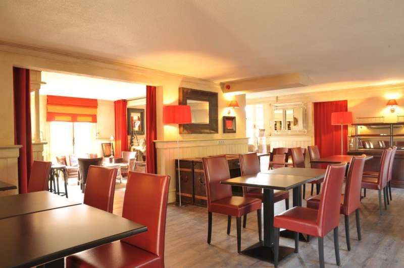 restaurant le carr rouge traditionnel cholet 49300. Black Bedroom Furniture Sets. Home Design Ideas