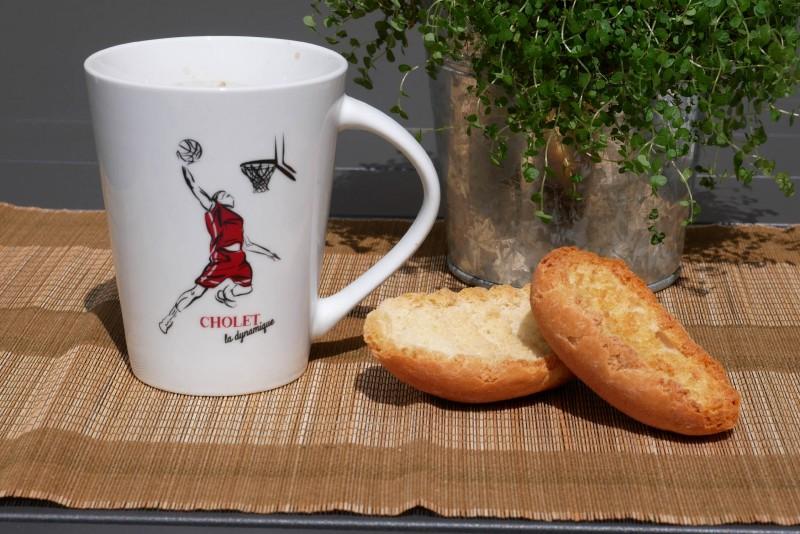 Cholet tourisme boutique Rouge collection mug mouchoir Surprenant Choletais